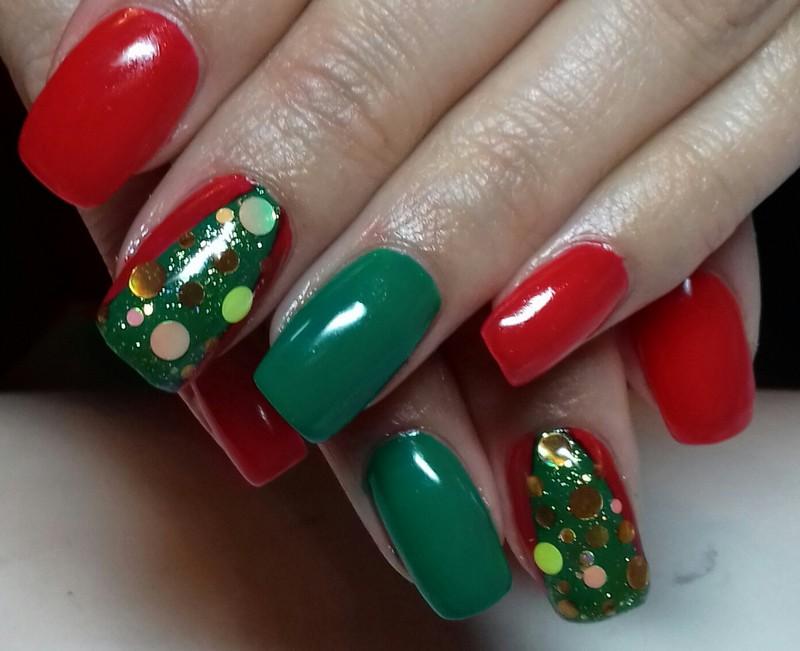 Красный, зеленый и золотой новогодний маникюр