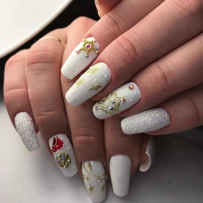 Новогодний маникюр на длинные ногти