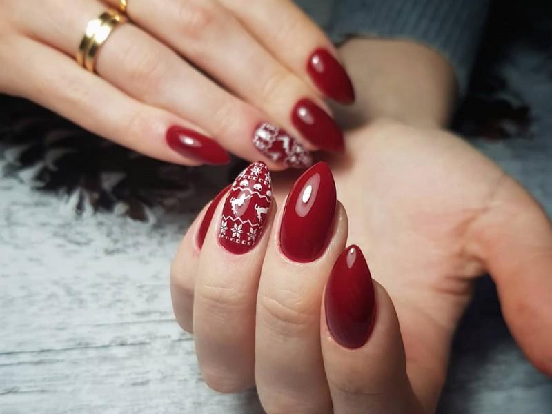 Стиль минимализм для ногтей